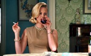 რატომ უნდა დალიონ წითელი ღვინო მწეველებმა და ქალბატონებმა