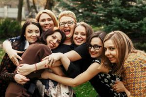 ფოტოები, რომლებიც ამტკიცებს, რა ძლიერია ქალების მეგობრობა