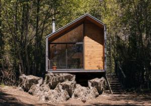 მინიატურული კოტეჯი ჩილეს ტყეში - ვის შეუძლია გამოიყენოს იგი დროებით საცხოვრებლად?