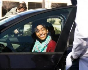 აშშ-ი ეკლესიამ მრევლს უფლის სიყვარულის დასტურად ავტომობილები დაურიგა