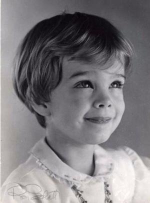 ჰოლივუდის ცნობილი სახეების ბავშობის სურათები