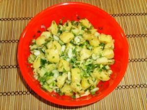 სწრაფად და მარტივად მოსამზადებელი უგემრიელესი კარტოფილის სალათი