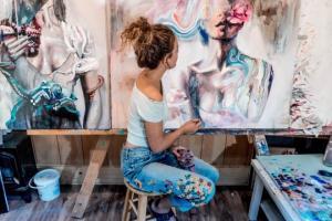 18 წლის  მხატვარი,რომლის ნამუშევრებს პირდაპირ კოლექციონერები ყიდულობენ