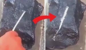 აღმოჩენილია უცნაური ქვა, რომელიც ლითონის ლურსმნებს ადნობს