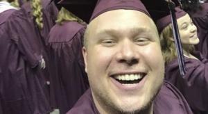 ამ ბიჭმა დახარჯა მხოლოდ 38 დოლარი იმისათვის, რომ დასწრებოდა  იმ უნივერსიტეტის დამამთავრებელ ცერემონიას,  რომელშიც არასდროს უსწავლია და  შემდეგ დიპლომიც  მიიღო