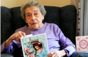 106 წლის მოხუცი ქალი, რომელიც მისი ხანდაზმულობის საიდუმლოს ამხელს