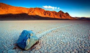 «სიკვდილის ველის»  მცოცავი  ქვების საიდუმლო  გახსნილია