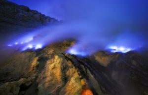 ერთადერთი ვულკანი მსოფლიოში გამორჩეული ცისფერი  ფერის ლავით