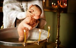 ნათლობაზე მღვდლის საქციელმა პატარას მშობლები სასტიკად აღაშფოთა ( + ფოტოები )