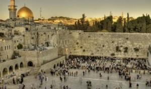 ბელგიელი მოდელის შიშველმა ფოტომ გოდების კედლის ფონზე ისრაელში სკანდალი გამოიწვია