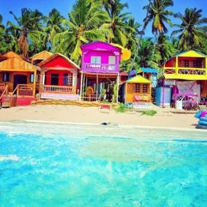 ძალიან ფერადი სახლები ანუ მოგზაურობა ზღაპრებში (ფოტო-კოლაჟი)