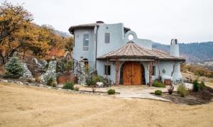 გაინტერესებთ, თუ  რატომ ღირს ეს ერთი შეხედვით ჩვეულებრივი სახლი 7 600 000 $ ?
