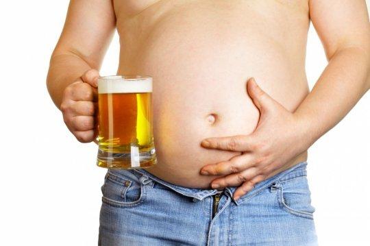 5 მიზეზი იმისა, თუ რატომ არ შეიძლება მამაკაცებისთვის ლუდის დალევა
