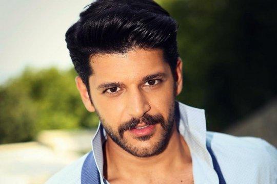 ვინ არის თურქი მსახიობი მამაკაცი, სერიალიდან