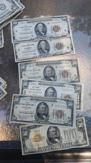 ძველ სახლში ნაპოვნი დოლარები