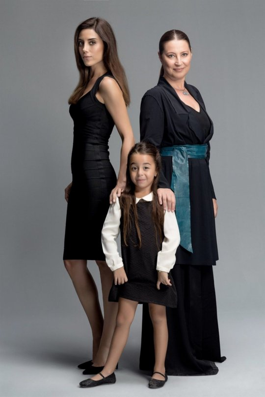"""ბერენ გიოქილდიზი - ვინ არის პატარა მსახიობი, თურქული სერიალიდან """"დედა"""" (ფოტოები)"""
