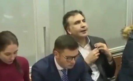 სააკაშვილი სასამართლო დარბაზშიკოკაინის კაიფში იყო (ვიდეო)