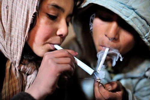 ნარკოტიკზე დამოკიდებული ახალგაზრდობა