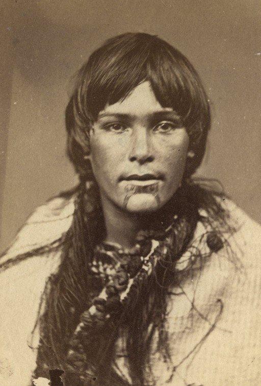 ახალგაზრდა მონღოლოიდი მაორი ქალი