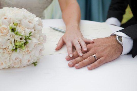 მეცნიერები ხსნიან მიზეზებს, თუ რატომ არის გვიან ასაკში ქორწინება უფრო ბედნიერი, ვიდრე ადრეულ ასაკში