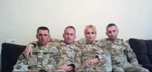 სამი ჯარისკაცის დედა, რომელიც თავადაც შეიარაღებულ ძალებში მსახურობს