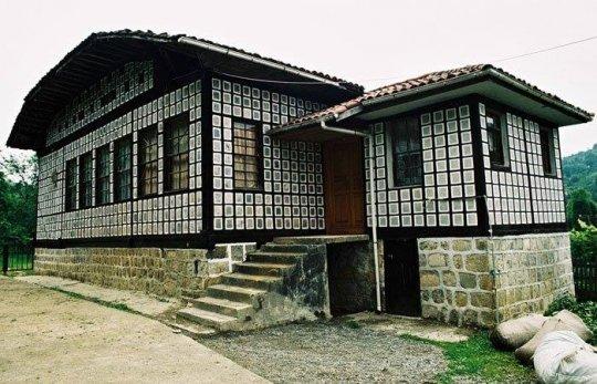 ლაზური სახლი