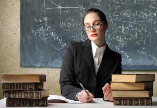 """""""ქუსლებზე დამდგარი, კლასიკურ სტილში ჩაცმული მასწავლებელი წარსულის გადმონაშთია"""" - როგორ უნდა ეცვათ მასწავლებლებს"""