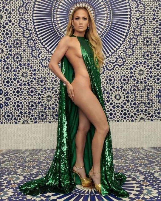 Jennifer Lopez -  შვიდი ყველაზე თამამი კაბა..