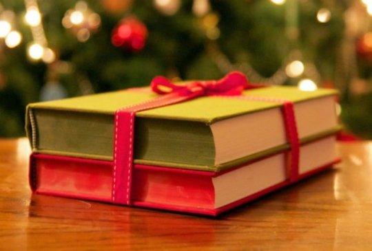 5 მიზეზი, თუ რატომ არის წიგნი საუკეთესო საახალწლო საჩუქარი (+ გიფები)