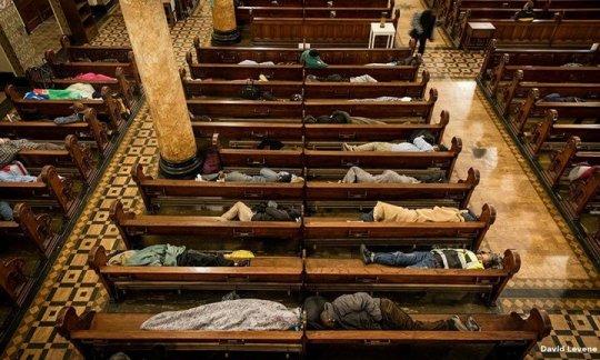 სან ფრანცისკოს ეკლესია ყოველ ღამით უსახლკაროებს იფარებს - 15 წლიანი წარმატებული პროექტი