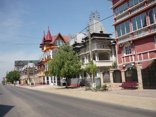 ქალაქი ბუზესკუ - მეორე ბევერლი-ჰილზი- მილიონერ ბოშათა დედაქალაქი