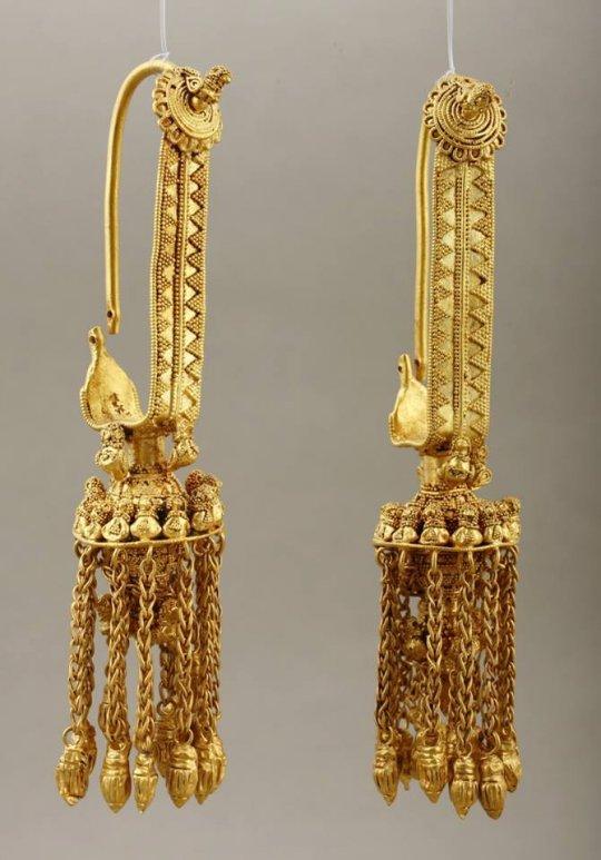 კოლხეთი. Colchis Gold earrings. 330 BC. Georgia.