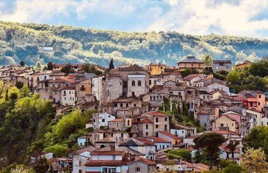 იტალიის ეს ქალაქი გადაგიხდით 5000 ევროს, თუ თქვენ იქ დასახლდებით.