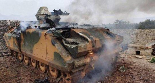 """""""თურქებმა სირიაში გაანადგურეს რუსები"""": დაჭრილ და დაღუპულ სამხედროებს ევაკუირებენ ვერტმფრენით."""