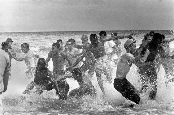 ასე დევნიდნენ თეთრკანიანები, შავკანიანებს ზღვიდან!