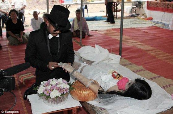 შეყვარებული გარდაცვალების შემდეგ, დაქორწინდა მასზე!