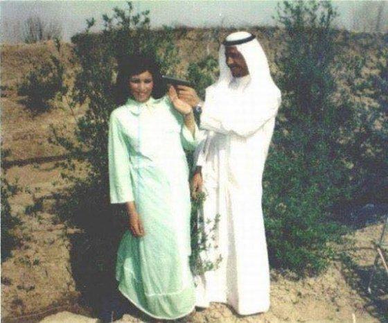 სადამ ჰუსეინი თავის ბიძაშვილთან ერთად,რომელიც შემდეგში მისი მეუღლე გახდება.1958 წელი