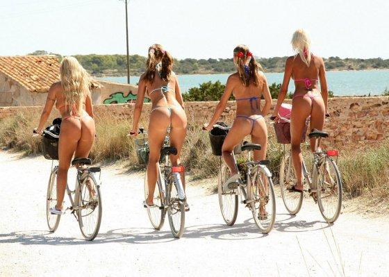 ველოსიპედზე ამხედრებულები