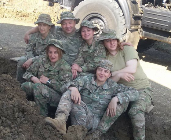 ქართველო სამხედროები, უხდებათ გოგონებს სამხედრო ფორმა