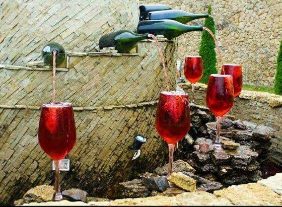24 საათიანი ღვინის ფანტანი იტალიაში