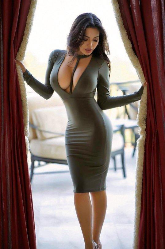 ლამაზი კაბა ლამაზ სხეულზე