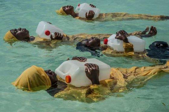 როგორ ასწავლიან აფრიკაში წყალზე გაჩერებას