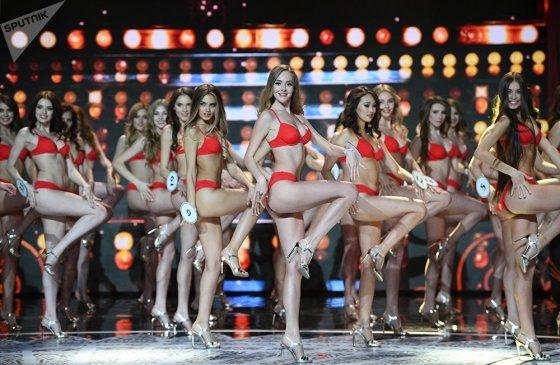 """,,მის რუსეთის"""" დაჯილდოვების ცერემონიაზე კონკურსის მონაწილეებმა ცეკვა შეასრულეს"""