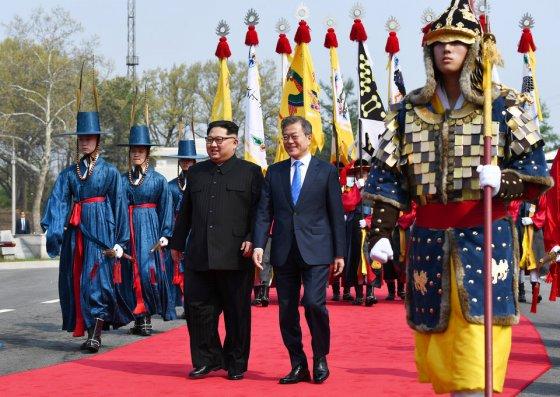 ისტორიული მნიშვნელობის შეხვედრა-ჩრდილოეთ და სამხრეთ კორეა სრულ ბირთვულ განიარაღებაზე შეთანხმდნენ