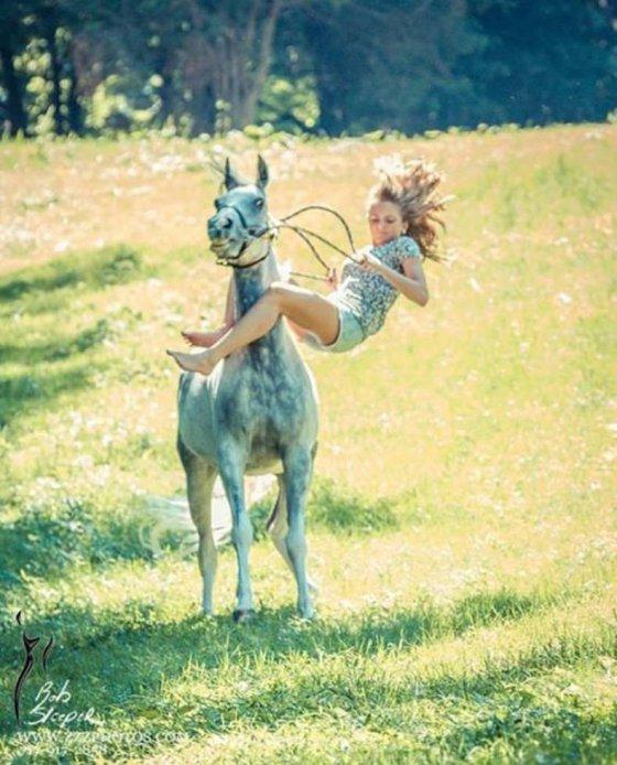 """""""ვავა დაერხა"""" ზურგს და საჯდომს ისე ვარდება ეს გოგო ცხენიდან"""