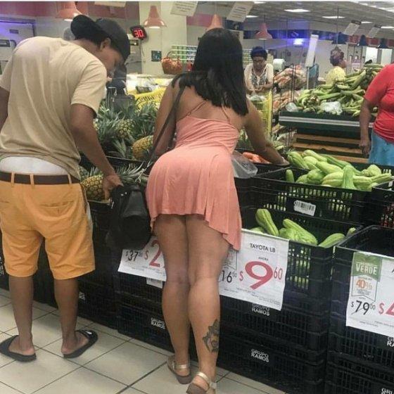 როცა ესეთი გოგო გიდგას გვერდით ჩანთისკენ როგორღა უნდა წაიღო ხელი