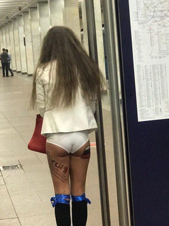 კაბა ეტყობა რომელიმე უცხოელთან დარჩა და რუსეთის ნაკრებს ასე უგულშემატკივრა ამ გოგომ