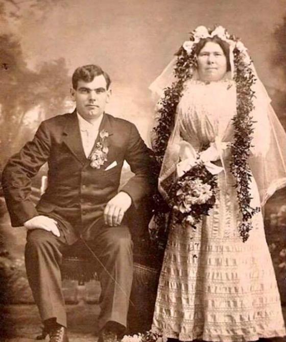 ლეონიდ ილიას ძე ბრეჟნევი და მისი მეუღლე ვიქტორია პეტრეს ასული დენისოვა.1928 წ სვერდლოვსკი