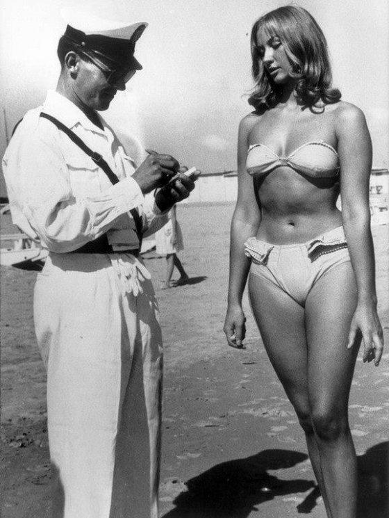 ჯარიმა ბიკინის ჩაცმისთვის. იტალია. რიმინი. 1957 წელი