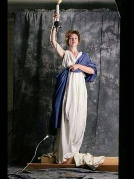 ქალი, რომელიც Columbia Pictures-ის  ლოგოტიპისთვის  პოზირებდა-ჯენიფერ ჯოზეფი
